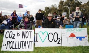 Australia blog about climate change science media coverage : Anti-carbon tax protesters in Canberra