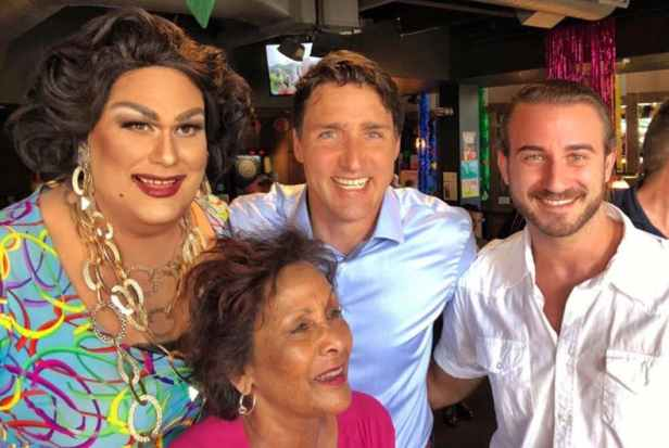 Trudeau-gay-bar (1)